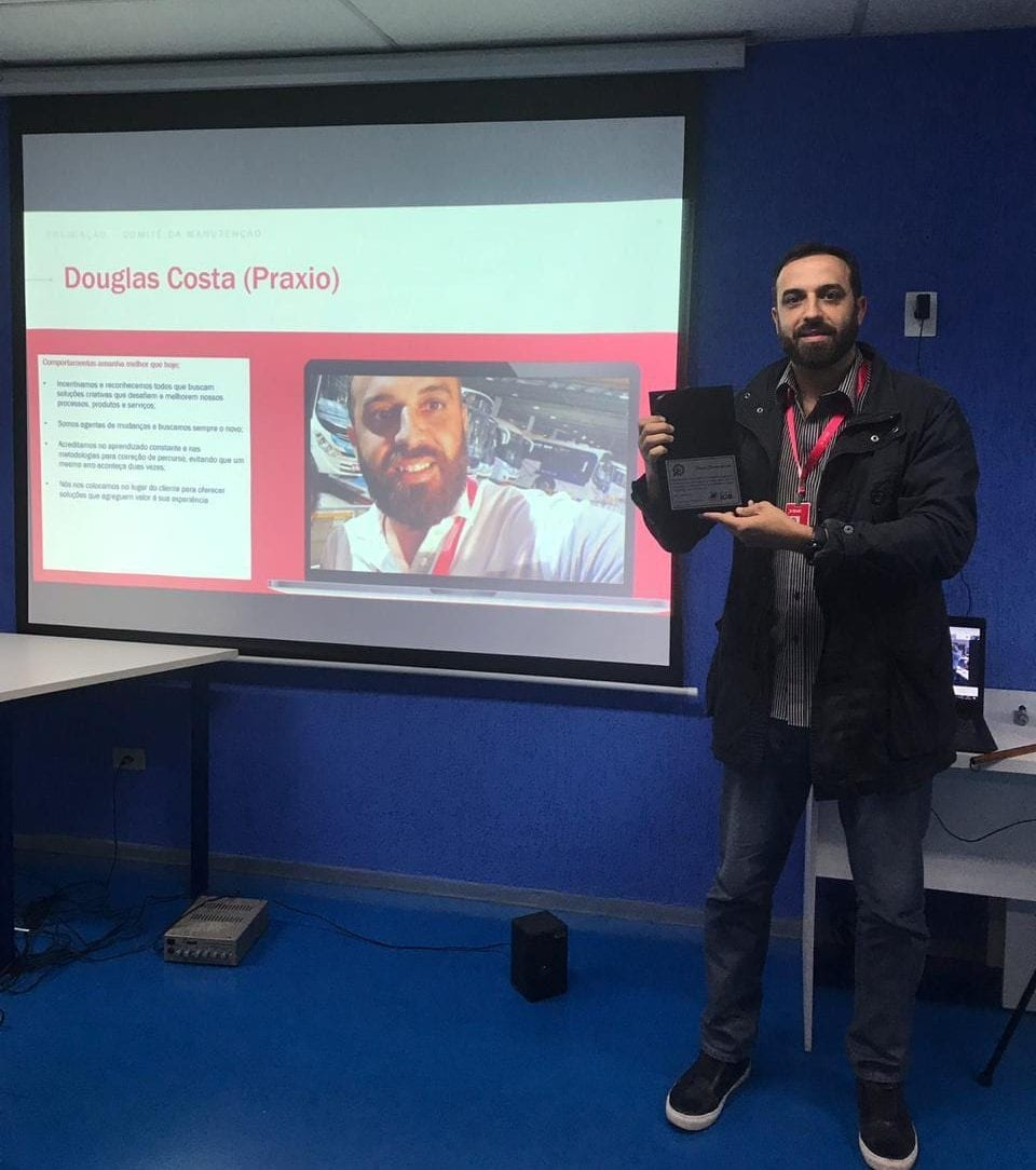 WhatsApp Image 2019 07 25 at 20.40.08 e1564408502539 - Nosso colaborador, Douglas Costa, é homenageado pelo Grupo JCA!